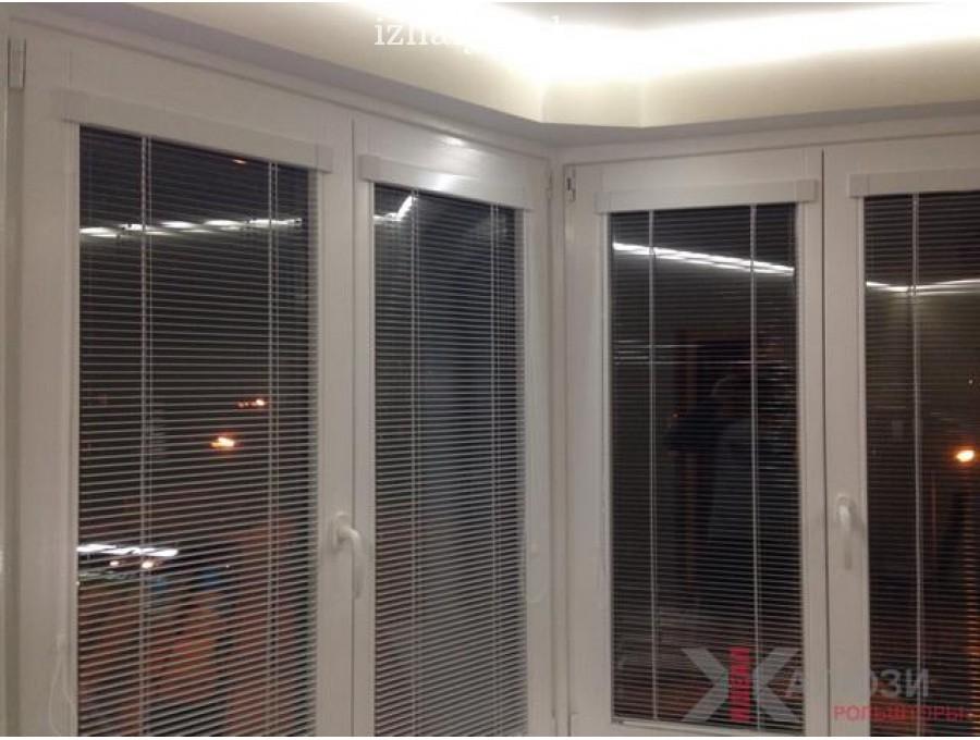 Жалюзи Isotra на деревянные окна №01