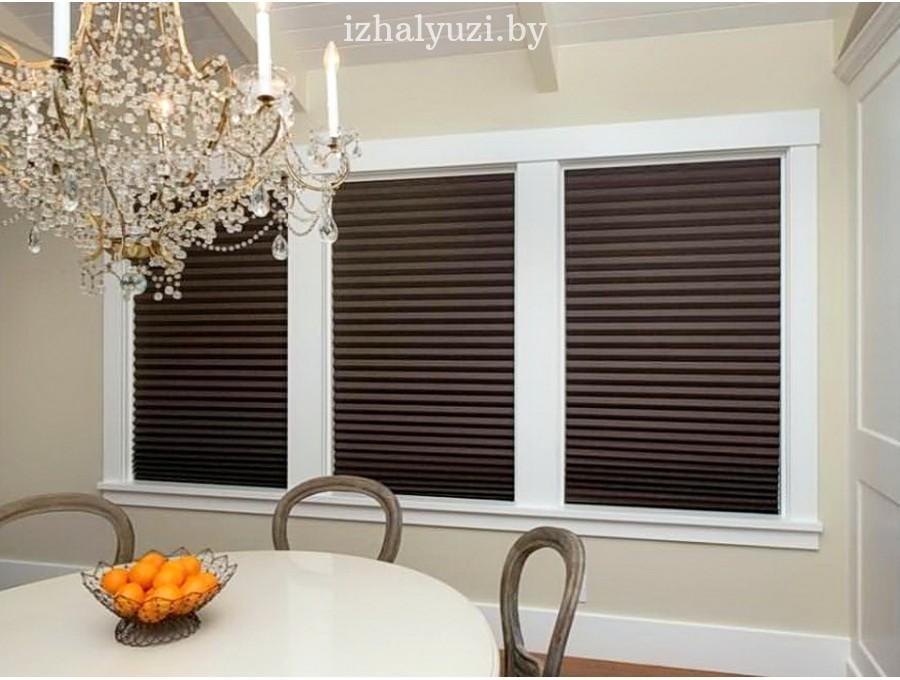 Тмено-коричневые шторы плиссе