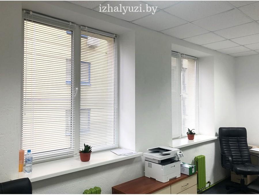 Жалюзи в офис на два окна