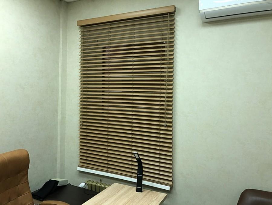 Деревянные жалюзи для офиса