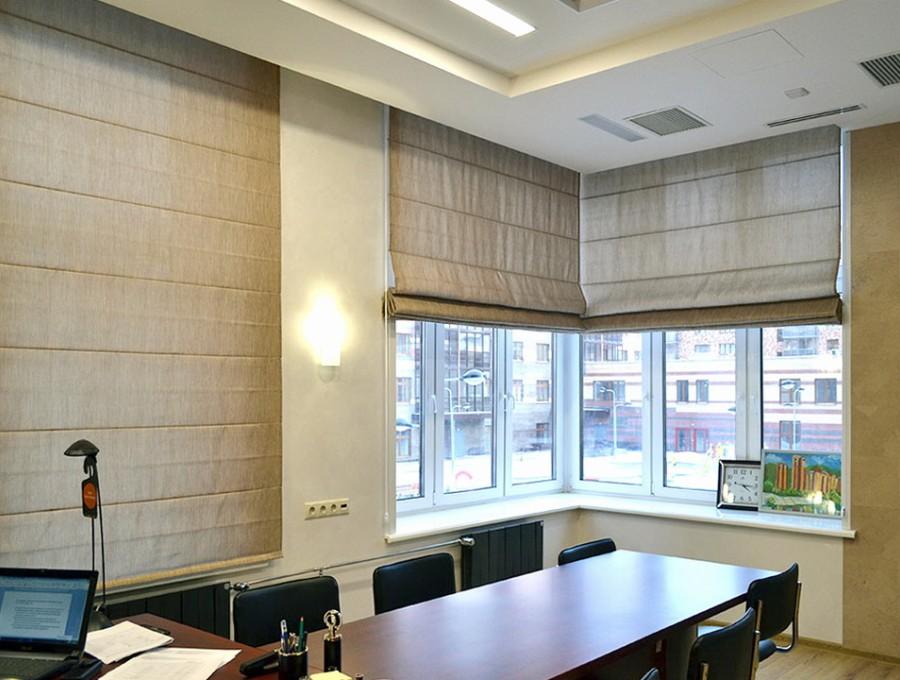 Тканевые римские шторы в офис