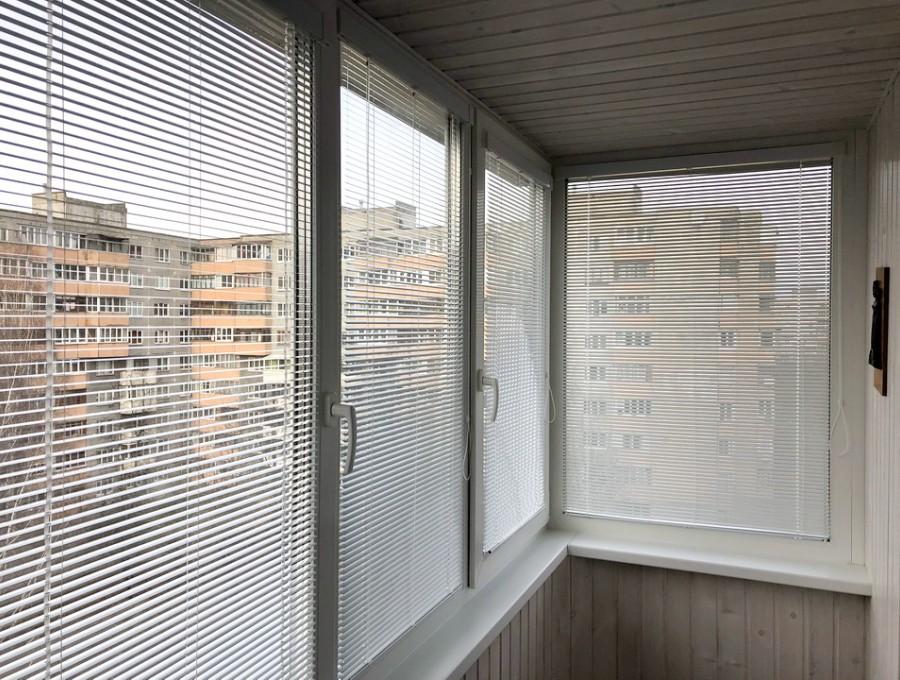 Жалюзи Исотра на балкон