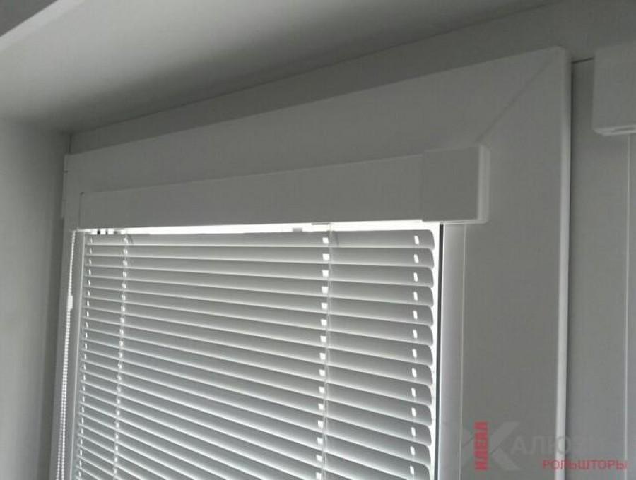 Жалюзи Isotra на пластиковые окна №02