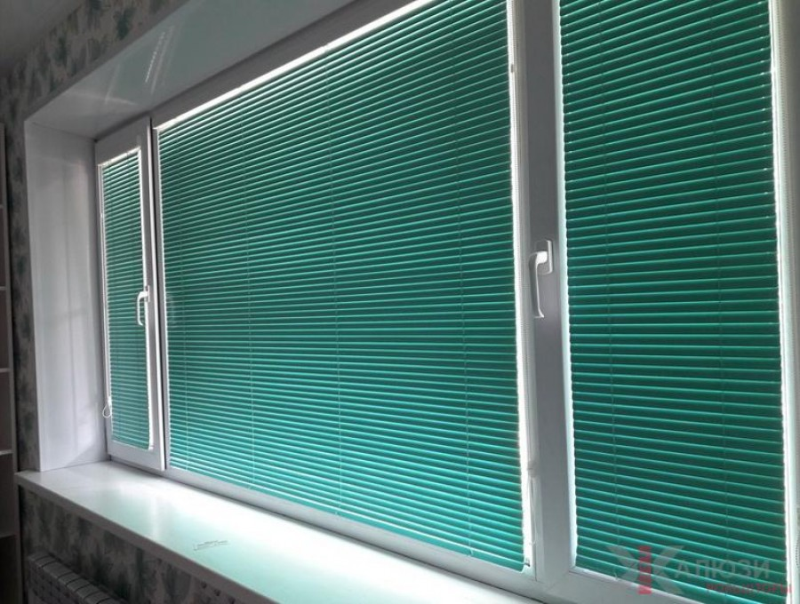 Жалюзи Исотра на окна ПВХ