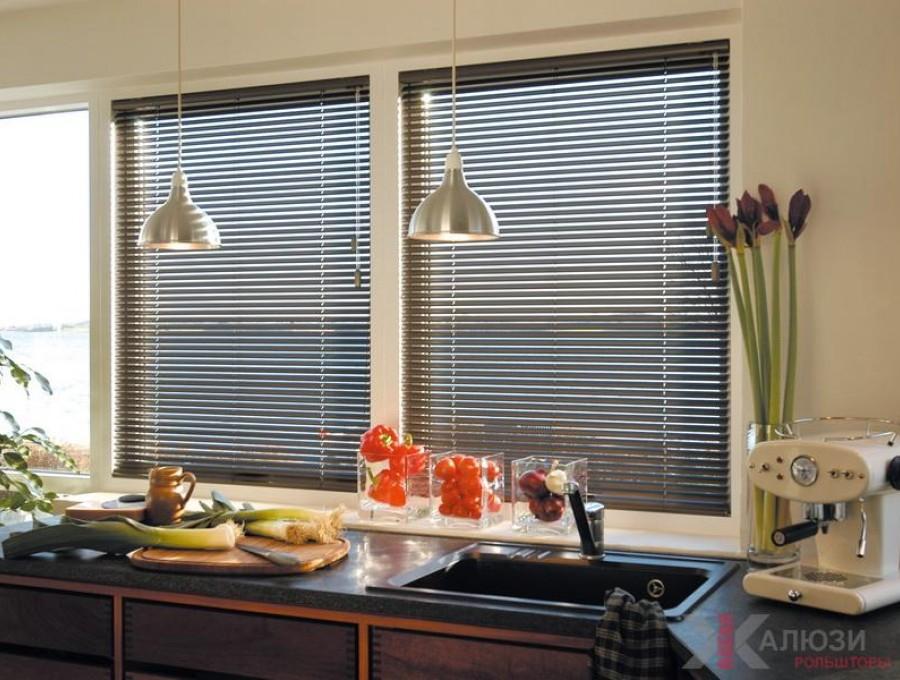 Горизонтальные жалюзи на кухню